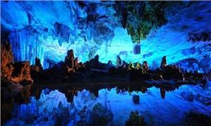 Khám phá hang Sửng Sốt trong lòng vịnh Hạ Long