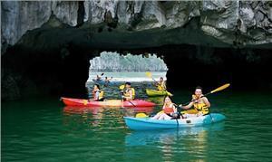 Tìm hiểu về hoạt động chèo thuyền Kayak tại Hạ Long